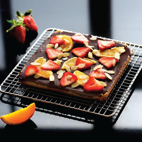 chocolate-orange-tart-with-strawberries