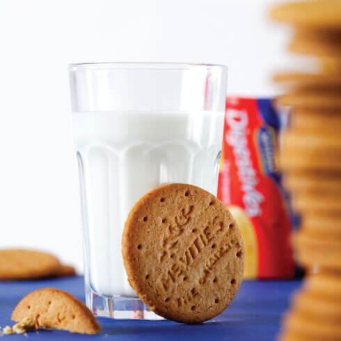 mcvities-digestives-and-milk