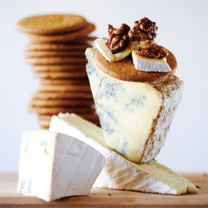 mcvities-digestives-with-blue-cheese-caramelized-walnuts